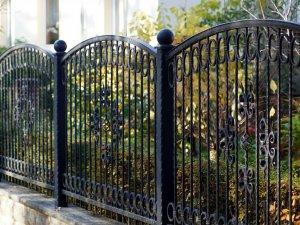 czarne ogrodzenie